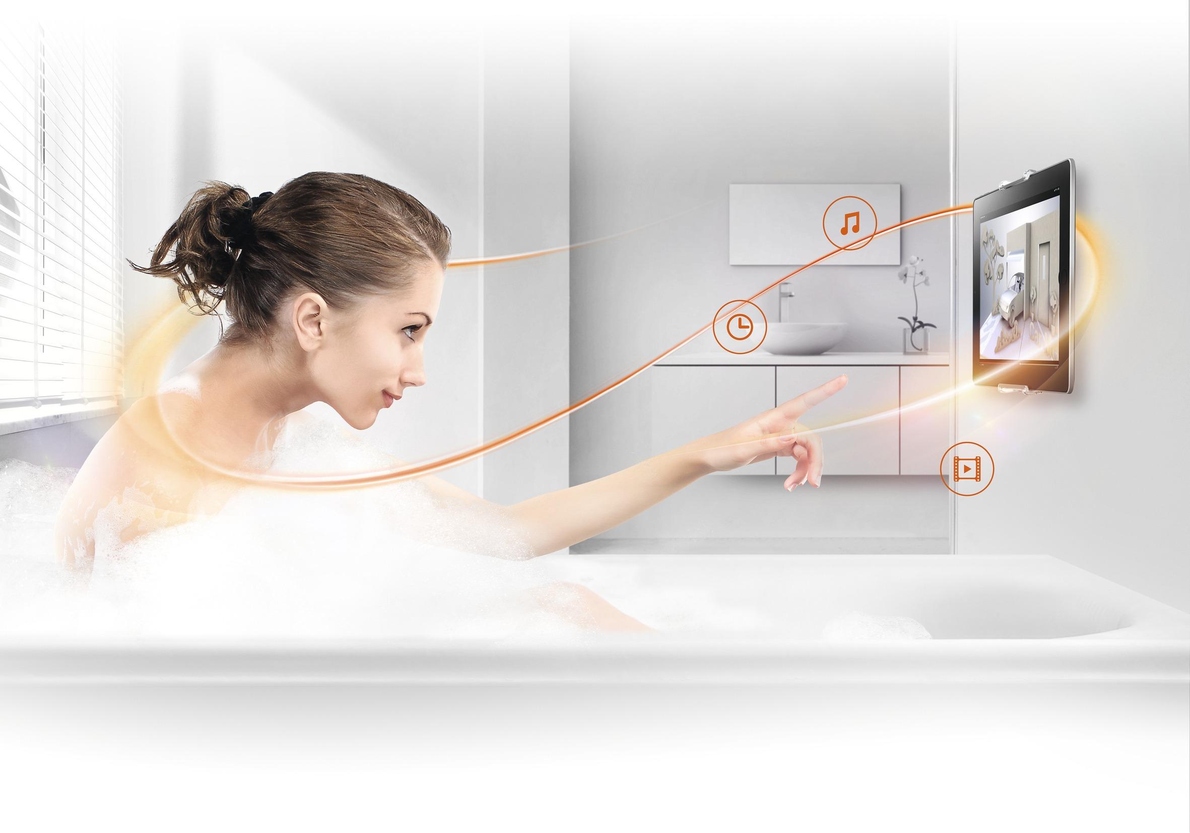 Nuovo  TMS 1010  – il pratico supporto tablet da parete